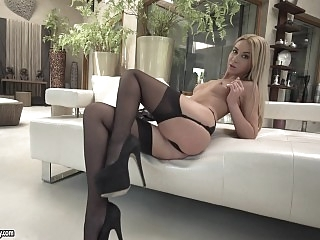 Bootylicious beauty gets kinky