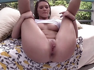 Oily booty cutie gets fucked