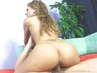 Sultry Mia Rose grinds her..