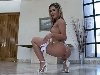 Sheena Shaw dildofucking her..