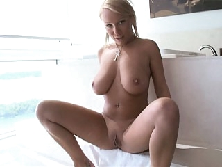Natural titted Jessica in..